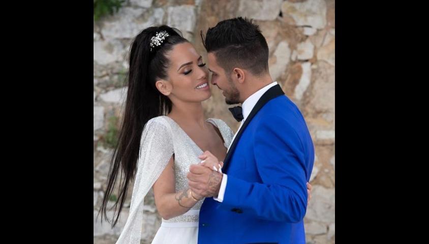 """Manon Marsault et Julien Tanti, candidats des """"Marseillais"""" (W9), se sont mariés à Cassis le 2 mai 2019."""