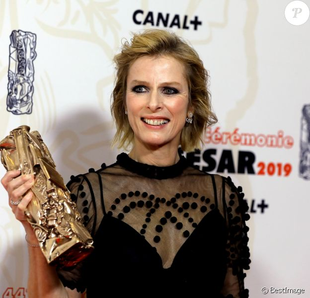 Karin Viard (César de la meilleure actrice dans un second rôle pour le film « Les Chatouilles ») - Pressroom de la 44ème cérémonie des César à la salle Pleyel à Paris. Le 22 février 2019 © Borde-Jacovides / Bestimage