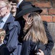 La princesse Mary de Danemark réconfortant sa fille Isabella, devant Josephine au bord des larmes... Le prince héritier Frederik de Danemark, la princesse Mary et leurs enfants le prince Christian, la princesse Isabella, le prince Vincent et la princesse Josephine ont assisté le 4 mai 2019 à la cathédrale d'Aarhus aux obsèques de trois des quatre enfants - Alfred, Alma et Agnes - de l'homme d'affaires danois Anders Holch Povlsen, tués à Colombo au Sri Lanka dans les attentats du 21 avril 2019.