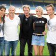 Hoda Roche, Jean-Claude Darmon, Johnny Hallyday,  Laeticia Hallyday et David Hallyday au match de foot caritatif