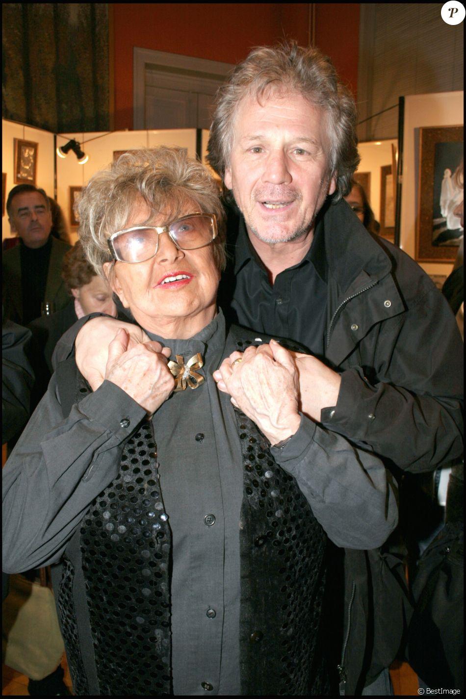 """Mick Micheyl et Gérard Lenorman - Vernissage de l'exposition """"Aciers graves"""" et 85e anniversaire de Mick Micheyl à la mairie du 16e arrondissement de Paris, le 22 février 2007."""