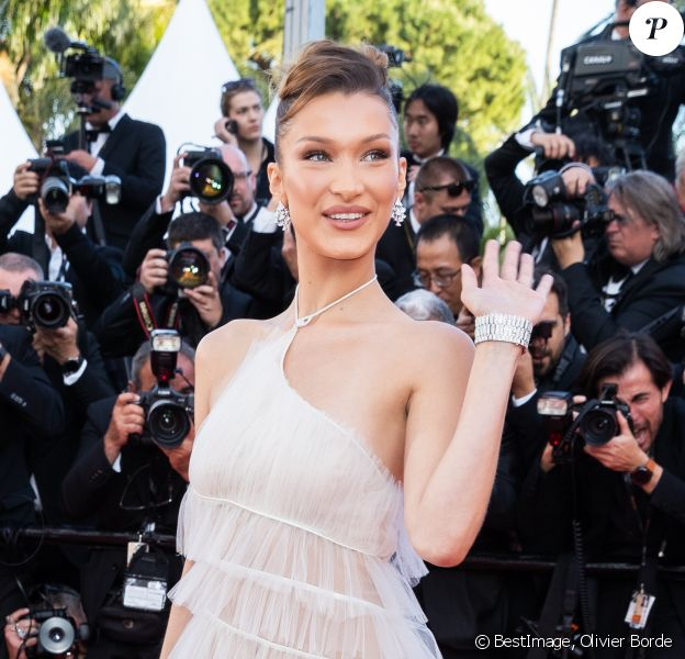 "Bella Hadid (robe Haute Couture, Christian Dior) assiste à la montée des marches du film ""Rocketman"" lors du 72ème Festival International du Film de Cannes. Le 16 mai 2019 © Borde / Bestimage"