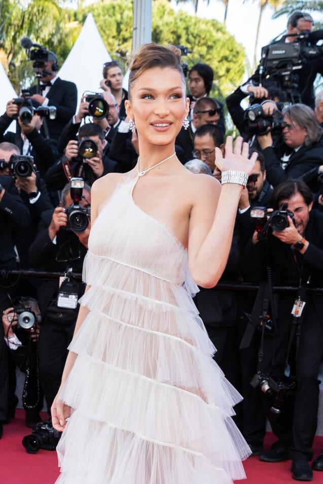 """Bella Hadid (robe Haute Couture, Christian Dior) assiste à la montée des marches du film """"Rocketman"""" lors du 72ème Festival International du Film de Cannes. Le 16 mai 2019 © Borde / Bestimage"""
