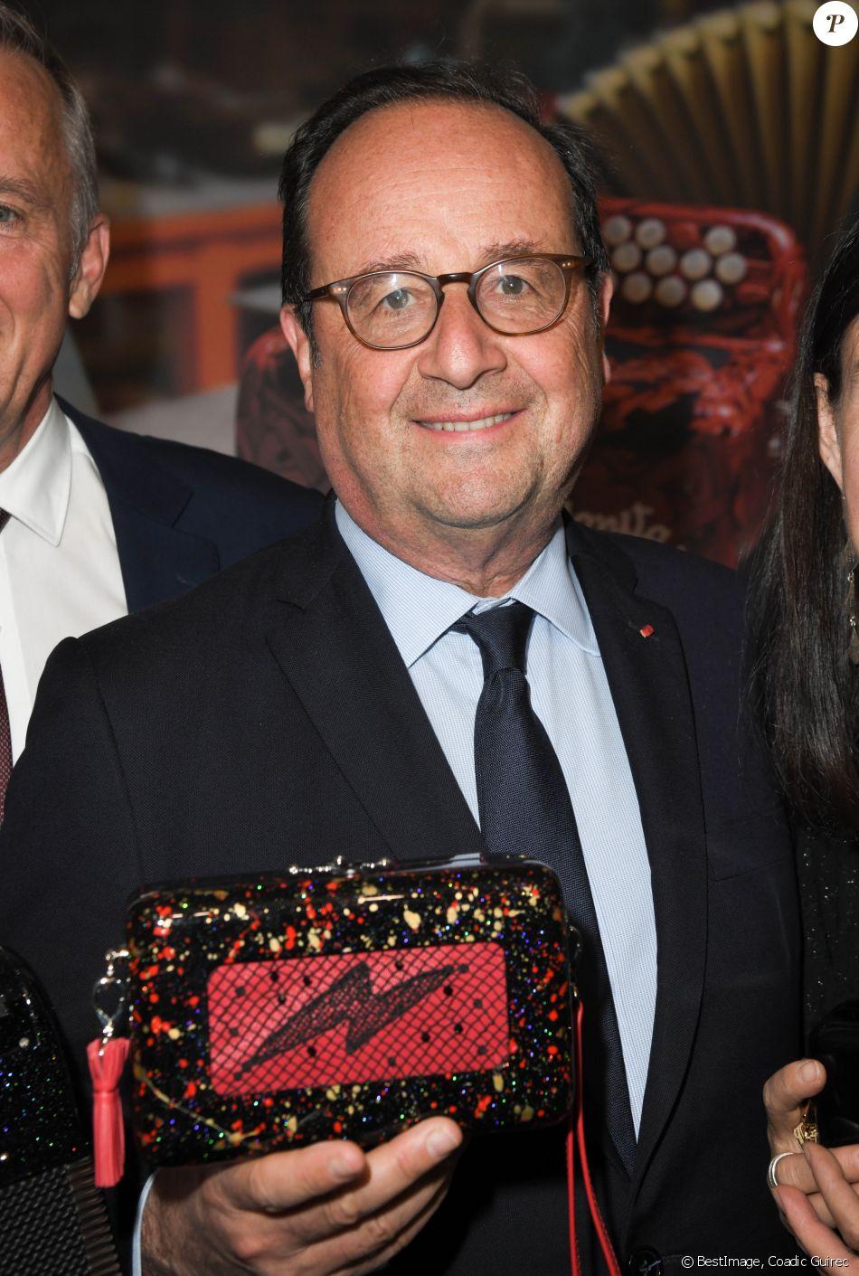 """Exclusif - François Hollande - Vernissage """"Un Marchand Un Artiste à Biron, à Dauphine !"""" aux Puces de Paris Saint-Ouen le 16 mai 2019. © Coadic Guirec/Bestimage"""