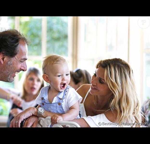 Ingrid Chauvin et son mari Thierry Peythieu fêtent l'anniversaire de leur fils Tom (1 an) à Disneyland Paris