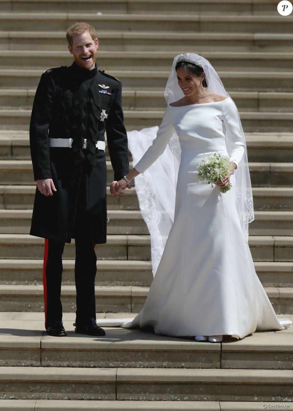 Le prince Harry et Meghan Markle (en robe de mariée Givenchy), duc et duchesse de Sussex, à la sortie de chapelle St. George au château de Windsor après leur mariage le 19 mai 2018.