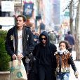 Exclusif - Zoë Kravitz s'occupe de son demi-frère Nakoa-Wolf et de sa demi-soeur Lola lolani avec son compagnon Karl Glusman à New York City, New York, Etats-Unis, le 22 janvier 2018.
