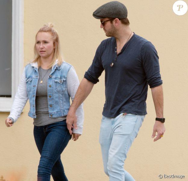 Exclusif - Hayden Pannettiere et son nouveau compagnon Brian Hickerson se promènent en amoureux à Los Angeles, le 13 mai 2019.
