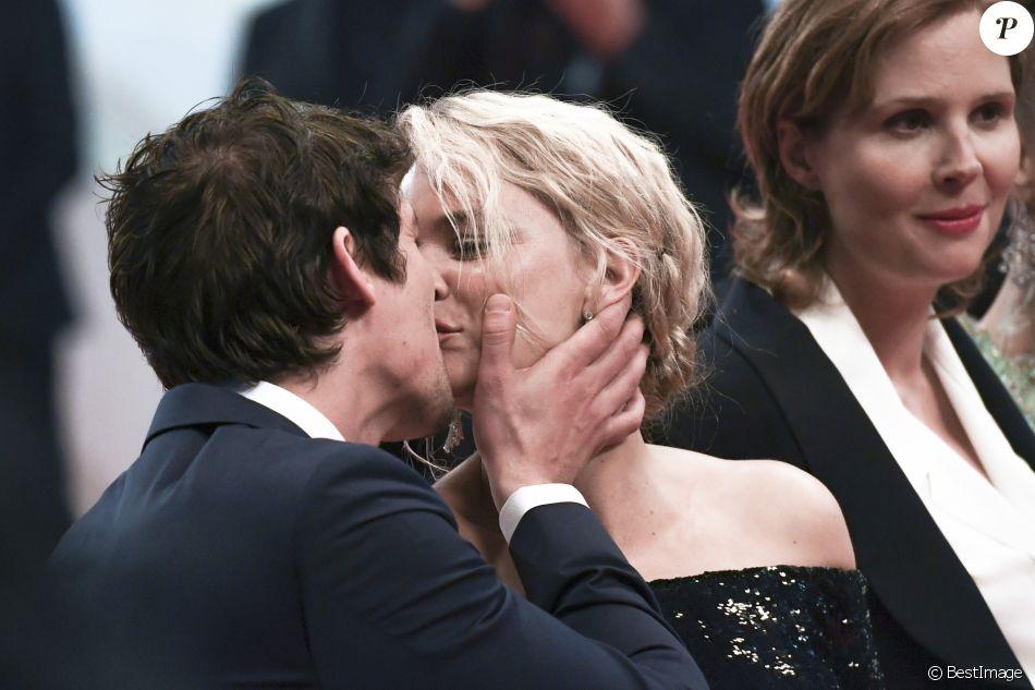 """Virginie Efira et son compagnon Niels Schneider à la première de """"Sybil"""" lors du 72ème Festival International du Film de Cannes, le 24 mai 2019."""