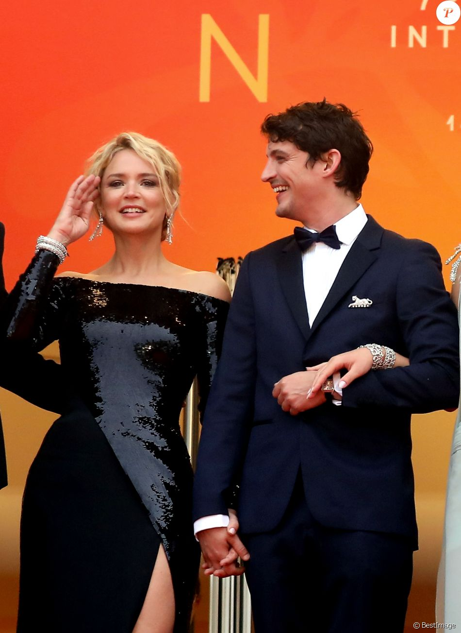 Niels Schneider Virginie Efira Montee Des Marches Du Film Sibyl Lors Du 72eme Festival International Du Film De Cannes Le 24 Mai 2019 C Jacovides Moreau B Purepeople