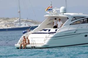 La star du Real Madrid Rafael van der Vaart et sa femme : le couple le plus sexy de Hollande étrenne ses maillots de bain aux Baléares !