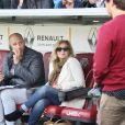 """Valérie Trierweiler, en tant que journaliste en reportage pour un magazine, et son compagnon l'ancien rugbyman et présentateur TV Romain Magellan, sur place lui pour présenter et animer """"Le match des Légendes"""" durant lequel de grands noms du football et du rugby se sont affrontés pour une mi-temps de foot et une autre de rugby au profit de l'association """"Un sourire, un espoir pour la vie"""" au stade Chaban Delmas, à Bordeaux, France, le 27 Mai 2019. © Patrick Bernard/Bestimage"""