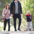 Exclusif - Jamie Bell se promène avec son fils, sa femme Kate Mara et ses 2 chiens dans les rues de Los Feliz, le 3 novembre 2018