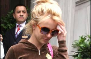 Notre jolie Britney Spears... commence à montrer quelques signes de fatigue ! Mais le shopping continue...