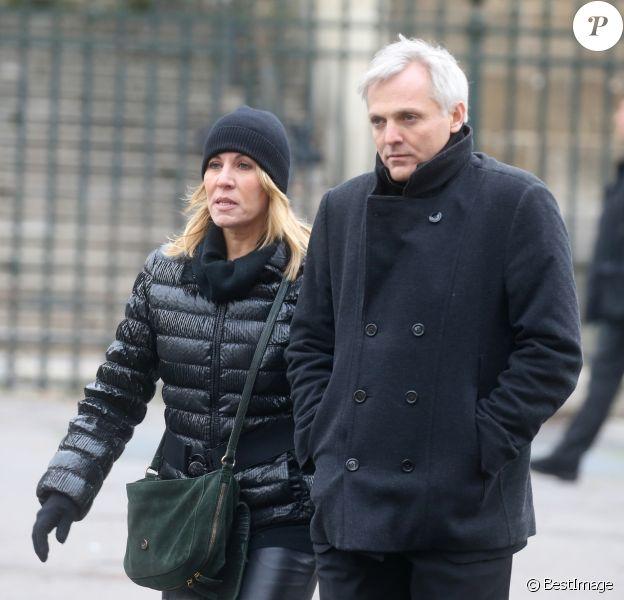 Mathilde Seigner et son compagnon Mathieu Petit - Sorties de l'église de la Madeleine après les obsèques de Johnny Hallyday à Paris - Le 9 décembre 2017