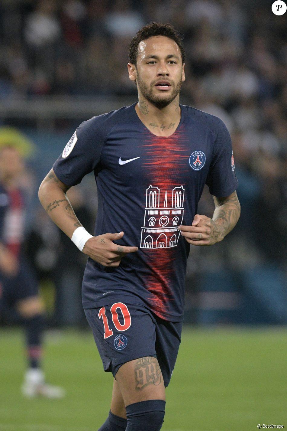 """Neymar Jr lors du match de Ligue 1 """"PSG - ASM (3-1)"""" au Parc des Princes à Paris. © Giancarlo Gorassini/Bestimage"""