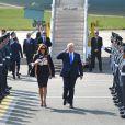 Melania et Donald Trump sortent d'Air Force One, lors de leur arrivée à l'aéroport de Stansted dans l'Essex, le 3 juin 2019.