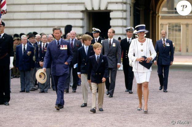 Diana avec le prince Charles et leurs enfants à Londres en 1995.