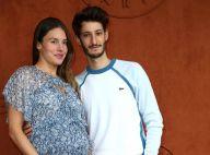 Pierre Niney et Natasha Andrews, enceinte : futurs parents farceurs à Roland