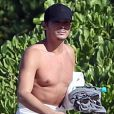 Exclusif - Tyler Blackburn est allé se baigner sur une plage à Hawaii, le 29 novembre 2015