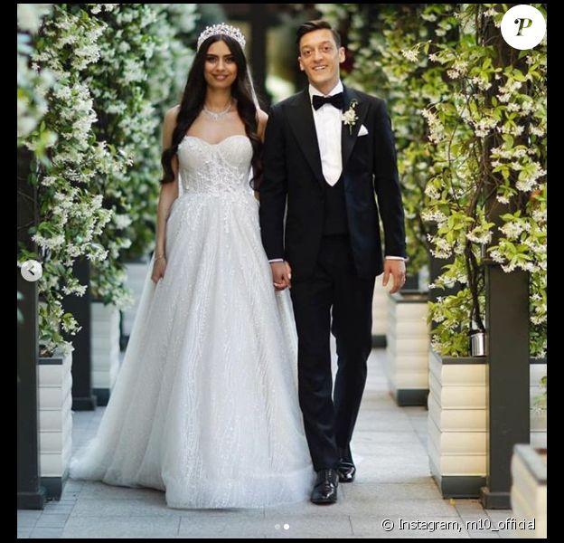 Mesut Özil a épousé Amine Gülse le 7 juin 2019 à Istanbul, en Turquie.