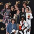 Millie Bobby Brown et toute l'équipe de la série 'Stranger Things' au MTV Movie & TV awards 2017 à l'auditorium de Shrine à Los Angeles, le 7 mai 2017