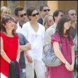 Katie Holmes et Tom Cruise lors de l'inaugration de l'étoile de Cameron Diaz sur le Walk of Fame à Hollywood le 22 juin 2009 : un duo très attentif...