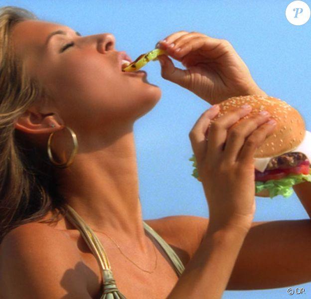 La belle Audrina Patridge adoooore manger des hamburgers... même si à première vue, ça ne se voit pas !