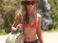 Bikini et mini-short, Denise Richards est très sexy... même en vacances avec ses filles !