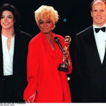 Michael Jackson aux côtés de Diana Ross et Albert de Monaco, aux World Music Awards à Monaco, en 1996.<br />