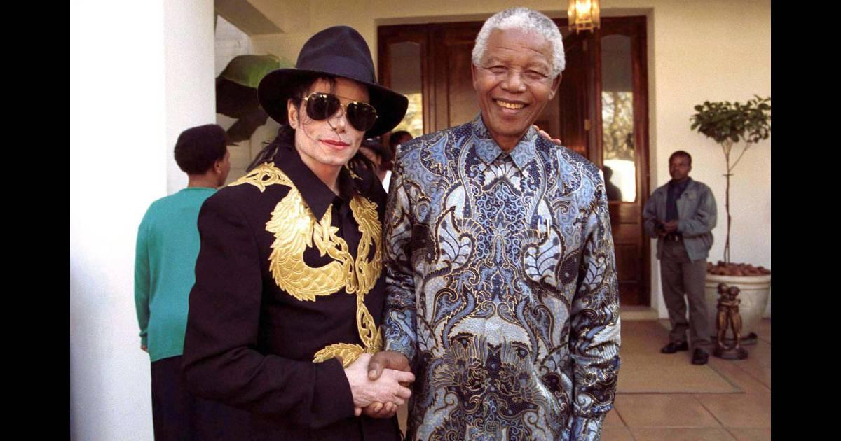 Michael Jackson a rencontré Nelson Mandela en 1999, à Johannesburg ...