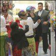 """Michael Jackson et ses trois enfants Michael Joseph Jackson, Jr., Paris Michael Katherine Jackson et Prince """"Blanket"""" Michael Jackson II"""