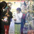 """Michael Jackson et ses trois enfants Michael Joseph Jackson, Jr., Paris Michael Katherine Jackson and Prince """"Blanket"""" Michael Jackson II."""