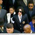Michael Jackson entouré de Janet Jackson, Jermaine Jackson et Katherine Jackson. 2004