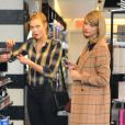Taylor Swift et Karlie Kloss sont allées faire du shopping à New York. Le 12 novembre 2014.
