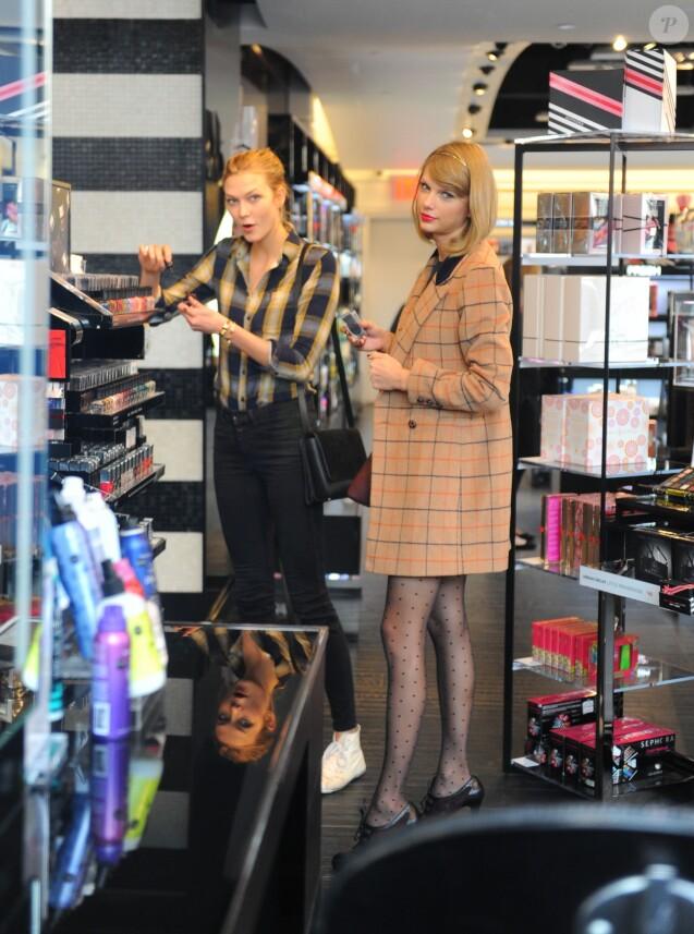 Taylor Swift et Karlie Kloss sont allées faire du shopping à New York. Le 12 novembre 2014.