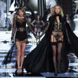 Karlie Kloss et Taylor Swift au défilé Victoria's Secret à Londres, le 2 décembre 2014.