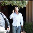Britney Spears profite de ses derniers moments à Los Angeles, aux côtés de son boyfriend Jason Trawick. Ils se rendent chez des amis. 26/06/09