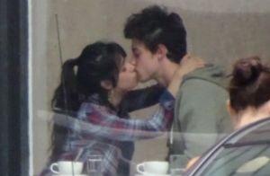 Shawn Mendes et Camila Cabello en couple : ils s'embrassent enfin en public