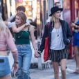 Cara Delevingne et sa compagne Ashley Benson se promènent main dans la main dans les rues de Saint-Tropez le 8 juillet 2019.