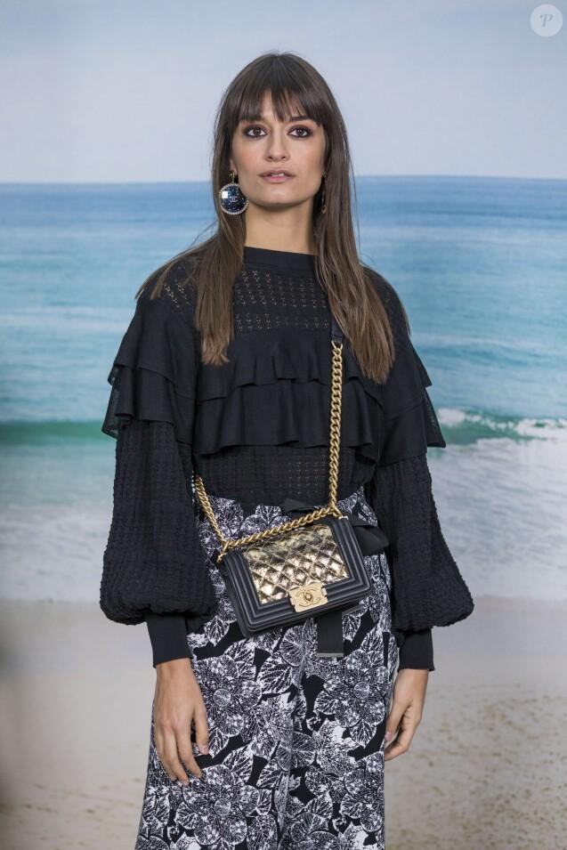 Clara Luciani - Photocall du défilé Chanel Collection Prêt-à-Porter Printemps/Eté 2019 lors de la Fashion Week au Grand Palais à Paris le 2 octobre 2018. © Olivier Borde/Bestimage