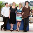 Mathieu Almaric, Marisa Bruni-Tedeschi, Valeria Bruni-Tedeschi et Louis Garrel à Cannes lors du photocall de Actrices en 2007