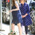 Chelsea Clinton à la sortie de la maternité avec son bébé, un petit garçon nommé Jasper, accompagnée de son mari Marc et de sa mère Hillary Clinton, à New York. Le 25 juillet 2019