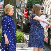 Hillary Clinton grand-mère : à la sortie de la maternité avec Chelsea et Jasper
