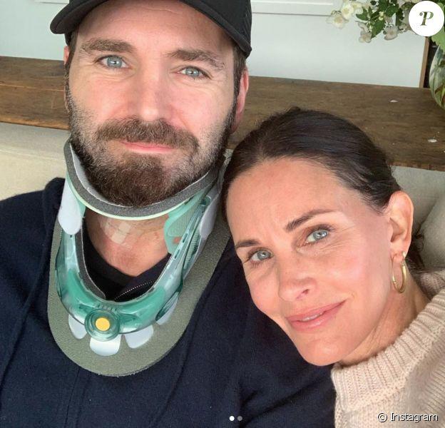 Courteney Cox et son chéri Johnny McDaid en couple sur Instagram.