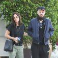 """Courteney Cox et son compagnon Johnny McDaid sont allés faire du shopping chez """"James Perse"""" à Los Angeles, le 26 juin 2019."""
