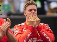 Mick Schumacher : Très ému dans la Ferrari du triomphe de son père Michael