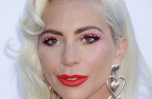 Lady Gaga en couple ? La diva surprise en train d'embrasser un homme...