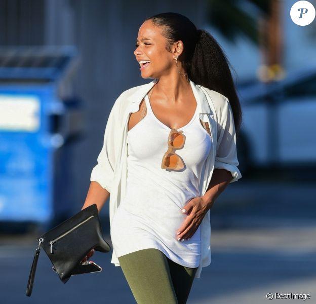 Christina Milian enceinte se balade dans les rues de Los Angeles. Christina attend son premier enfant avec son compagnon M. Pokora. Le 31 juillet 2019