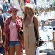 Kate Moss et Sadie Frost se baladent à Saint-Tropez le 6 août 2019. © Moreau / Jacovides / Bestimage